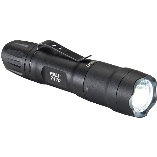 latarka taktyczna peli 7110 600px